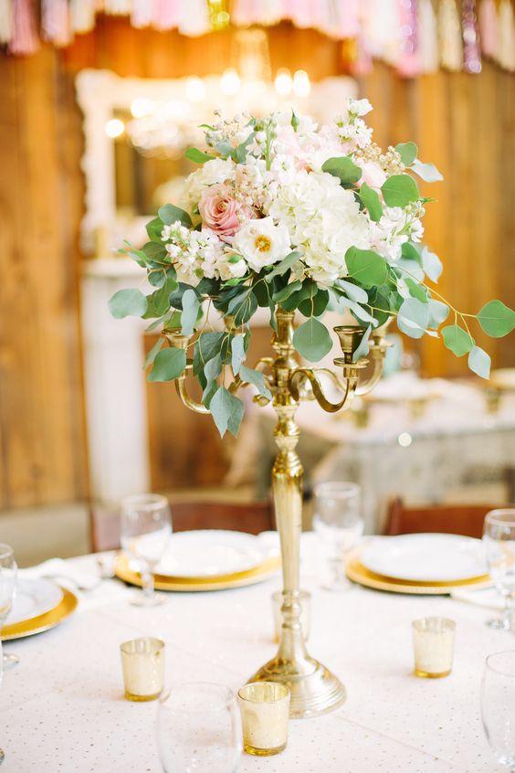 Candelabro y flor centro de mesa elegante - Centros de mesa elegantes ...