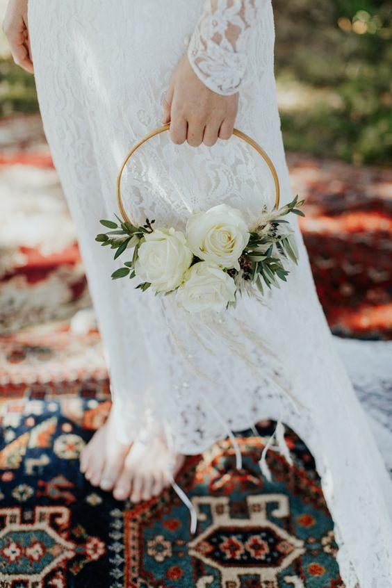 5af7423c6239 hoop bouquet 2 - Actievents ™